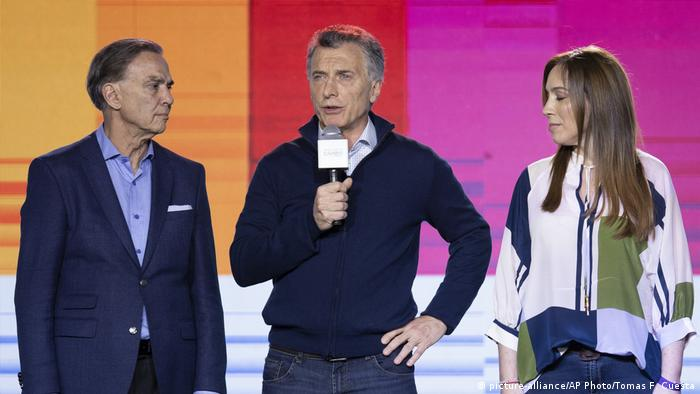 Mauricio Macri (center) now faces a tough re-election battle
