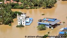 Indien Überschwemmung in Kerala (picture-alliance/AP Photo/Indian Navy )