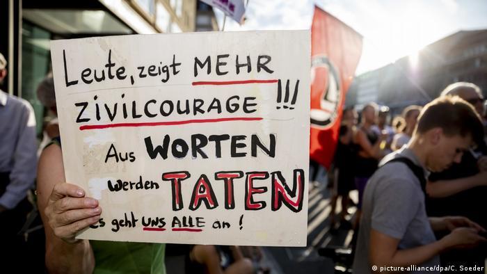 Berlin: Kundgebung gegen rechte Gewalt (picture-alliance/dpa/C. Soeder)