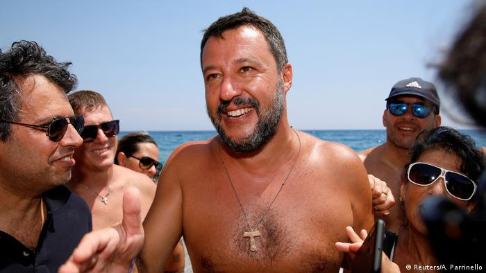 Italien Innenminister Matteo Salvini am Strand in Taormina (Reuters/A. Parrinello)