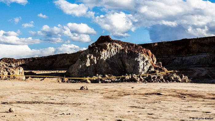 En Chinchero ya comenzaron las excavaciones y el movimiento de tierras. Arqueólogos, antropólogos e historiadores alertan sobre el peligro que la construcción puede significar para eventuales vestigios incas, en un sector que no ha sido científicamente estudiado.