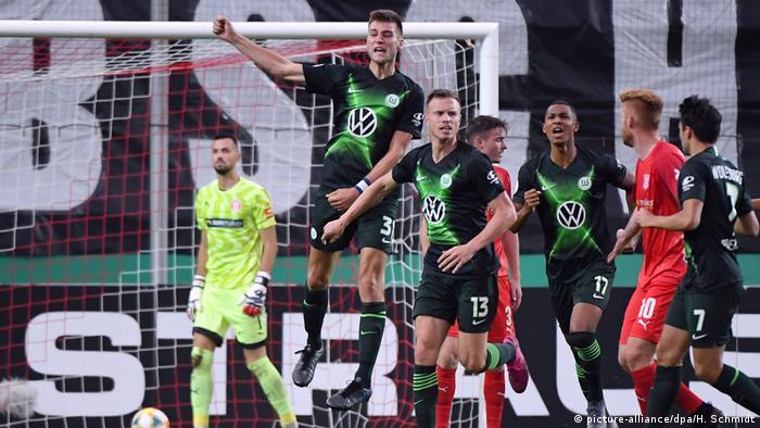 Fußball DFB Pokal Hallescher FC - VfL Wolfsburg