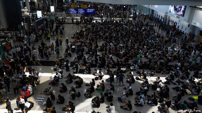 Hong Kong airport protests (AFP/P. Fong)