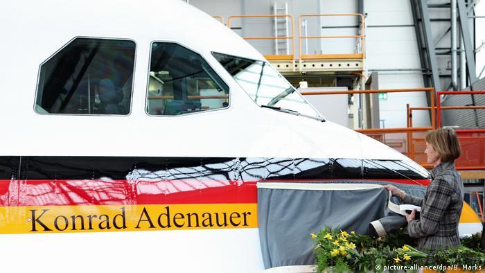 Übergabe eines Airbus A340 an das Verteidigungsministerium in der Lufthansawerft in Hamburg (30.03.2011) (picture-alliance/dpa/B. Marks)