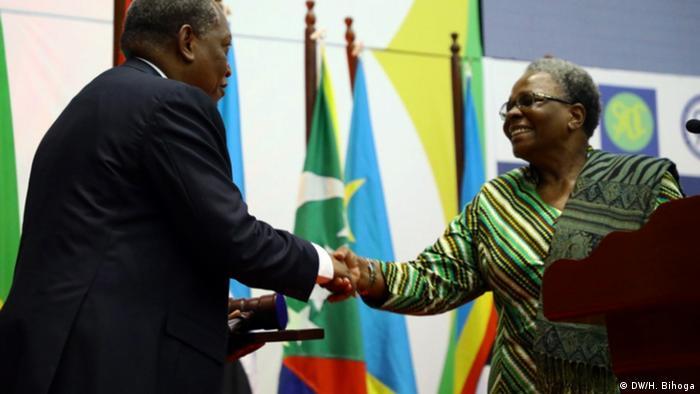 Tansania Daressalam Palamagamba Kabudi und Nandi Ndatwah (DW/H. Bihoga)