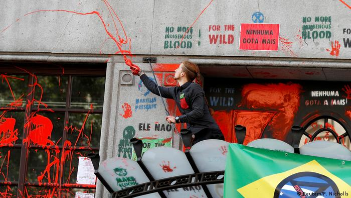 Extinction Rebellion protesters at the Brazilian Embassy in London (Reuters/P. Nicholls)