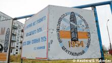 ARCHIV 2018 *** A view shows a board on a street of the military garrison located near the village of Nyonoksa in Arkhangelsk Region, Russia October 7, 2018. The board reads: State Central Naval Range. Picture taken October 7, 2018. REUTERS/Sergei Yakovlev
