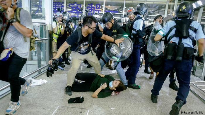 China, Hong Kong - Unruhe (Reuters/T. Siu)