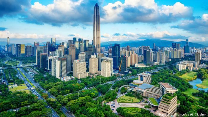 در شنژن چین ۶۸ میلیاردر ساکن هستند که مجموع ثروت آنها به ۴۱۵ میلیارد دلار میرسد. بر تعداد میلیاردرهای شنژن طی یک سال ۲۴ نفر افزوده شده است.