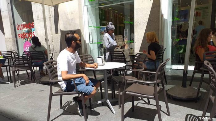 بعد أكثر من سنتين من خروجه من اليمن، وصل أمين تاكي لاجئاً إلى إسبانيا، لكنه يشكو من الهدوء القاتل، على حد تعبيره