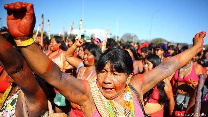 Brasilien Protest indigener Frauen
