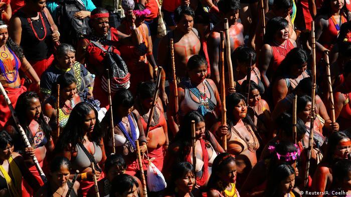 Brasilien Protest indigener Frauen (Reuters/A. Coelho)