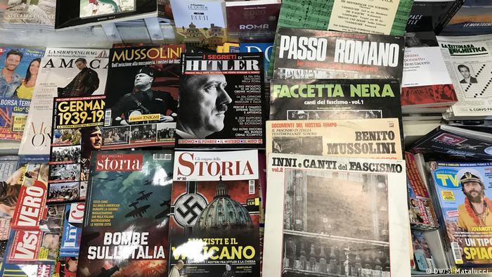 Revistas e discos sobre temas fascistas e nazistas
