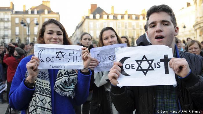 فرنسا بلد علماني وقوانينها قدوة للتعابش والمساواة، لكن المشكلة في الذين يستغلونها ويرتكبون جرائم باسم الدين.