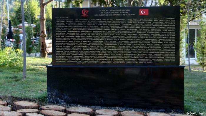 Паметната плоча с имената на 251 загинали по време на неуспешния военен преврат през лятото на 2016