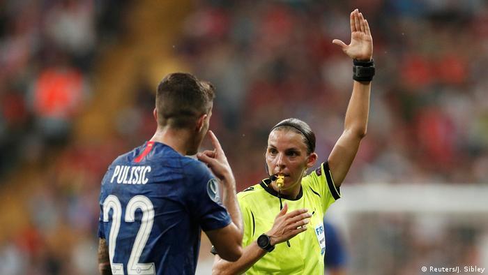 Pulisic, do Chelsea, questiona decisão da juíza Frappart de anular gol feito por ele contra o Liverpool