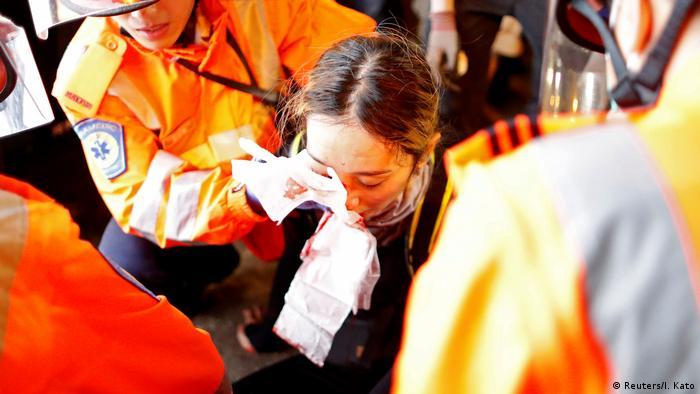 Hongkong | Proteste gegen das Auslieferungsgesetz: Demonstrant von Polizisten am rechten Auge verletzt (Reuters/I. Kato)
