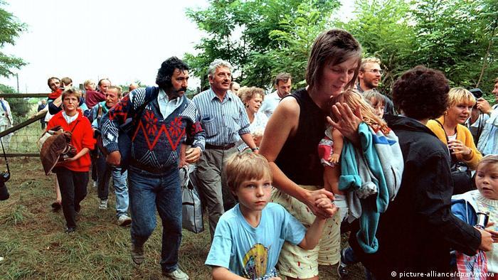 Grenzöffnung Österreich - Ungarn 1989 | DDR-Flüchtlinge (picture-alliance/dpa/Votava)