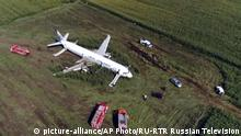 In this video grab provided by the RU-RTR Russian television, a Russian Ural Airlines' A321 plane is seen after an emergency landing in a cornfield near Ramenskoye, outside Moscow, Russia, Thursday, Aug. 15, 2019. Russian Ural Airlines' A321, carrying 226 passengers and a crew of seven, collided with a flock of birds while taking off Thursday rfom Moscow's Zhukovsky airport. Russian health authorities said that 23 people, including five children, have been hospitalized with injuries. (RU-RTR Russian Television via AP) |