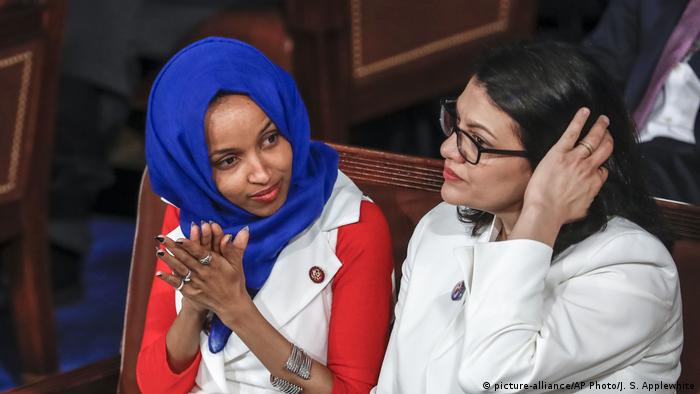 Ilhan Omar und Rashida Tlaib (picture-alliance/AP Photo/J. S. Applewhite)
