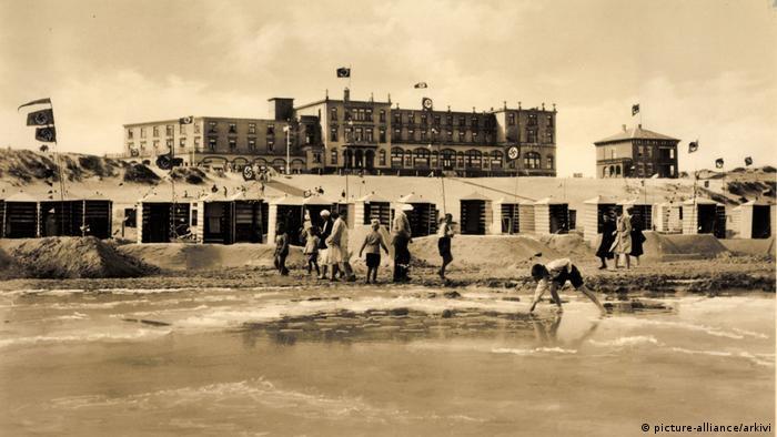Курзал и пляж на почтовой карточке начала прошлого века