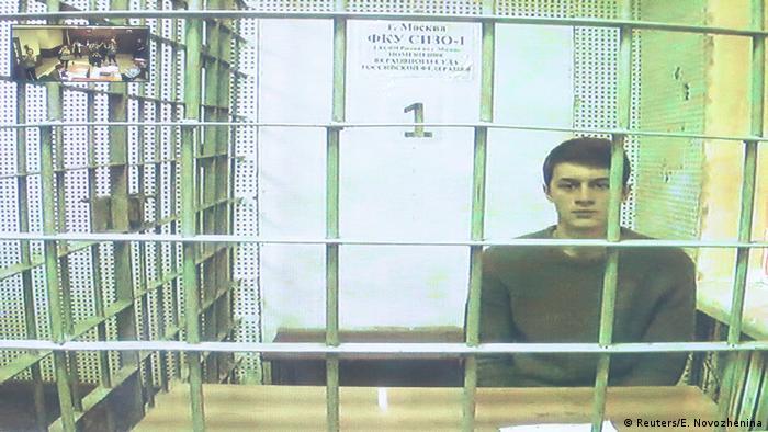 Jegor Schukow auf der Anklagebank während des Prozesses gegen ihn im vergangenen Jahr in Moskau (Foto: Reuters/E. Novozhenina)