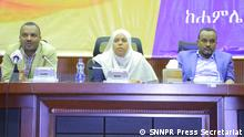 Southern Ethiopian People's Democratic Movement meeting Wo: Hawassa, Ethiopia Wann: 01.08.2019 Author: SNNPR Press Secretariat DW correspondent Shewangizaw Wegayehu gained permission from Southern Nations, Nationalities, and People's Region to use these pictures.