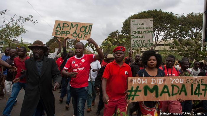 Malawi, Lilongwe: Proteste gegen die Regierung (Getty Images/AFP/A. Gumulira)