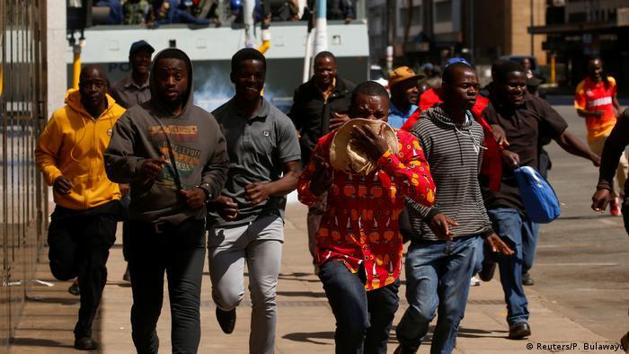Simbabwe Zusammenstöße mit der Polizei wegen Demonstrationsverbot in Harare