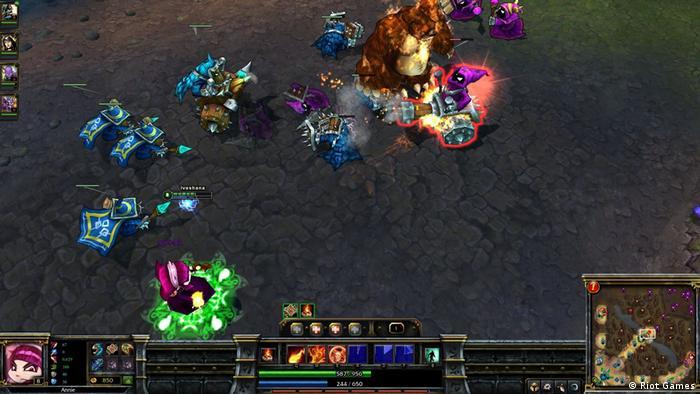 Screenshot zeigt eine Kampfszene im Computerspiel League of Legends (Riot Games)