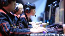 17.04.2019, China, Hangzhou: FunPlus Phoenix (FPX) jungler Gao Tian-Liang competes against Topsports Gaming in their Third Place Match of the LPL Spring Playoffs 2019 in Hangzhou city, east China's Zhejiang province, 17 April 2019. FPX defeated TOP 3-1 to win the third place. Foto: Zhejiang Daily/Imaginechina/dpa |