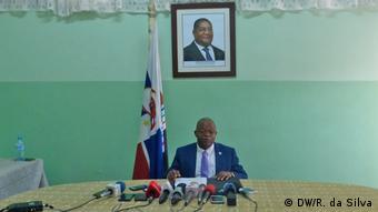 Mosambik Maputo | Renamo-Partei | José Manteigas, Sprecher (DW/R. da Silva)