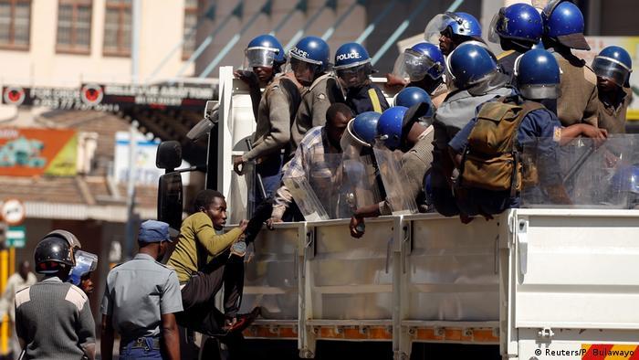 Harare, Zimbabwe | Demonstration & Ausschreitungen | Movement for Democratic Change (Reuters/P. Bulawayo)