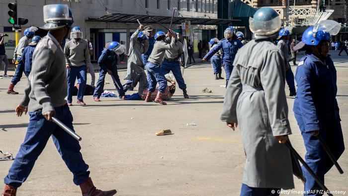Zimbabwean Police beat up protester (Getty Images/AFP/Z. Auntony)