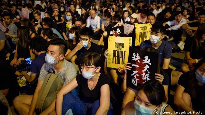 Hongkong Protestkundgebung vor dem Chater Garden (picture-alliance/dpa/G. Fischer)