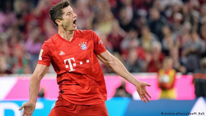 1. Bundesliga 01. Spieltag | FC Bayern München vs. Hertha BSC Berlin | TOR Robert Lewandowski (picture-alliance/dpa/M. Balk)