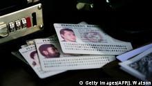 Die amerikanische Green Card - Namen verpixelt