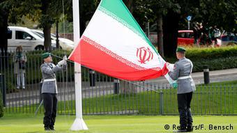 اهتزاز پرچم ایران در مقابل کاخ ریاست جمهوری آلمان