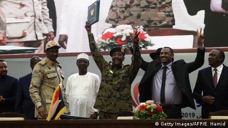 У Судані військові та опозиція урочисто підписали конституційну декларацію