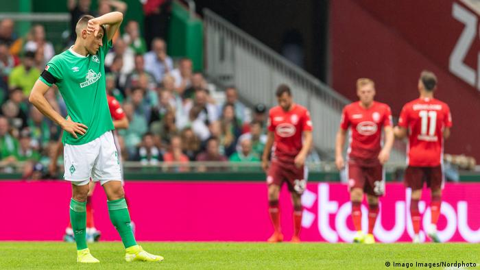 Werder's Maximilian Eggestein looking disconsolate after a Düsseldorf goal. (Imago Images/Nordphoto)