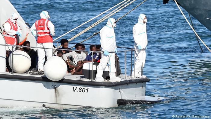 Italien Lampedusa | Rettungsschiff Open Arms | Ankunft Minderjährige (Reuters/G. Mangiapane)