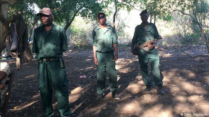 Mosambik RENAMO-Militärjunta in Gorongosa (DW/A. Sebastião)