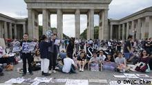 protest organized by Hong Kong people DW, Cherie Chan, 17. August 2019 in Berlin