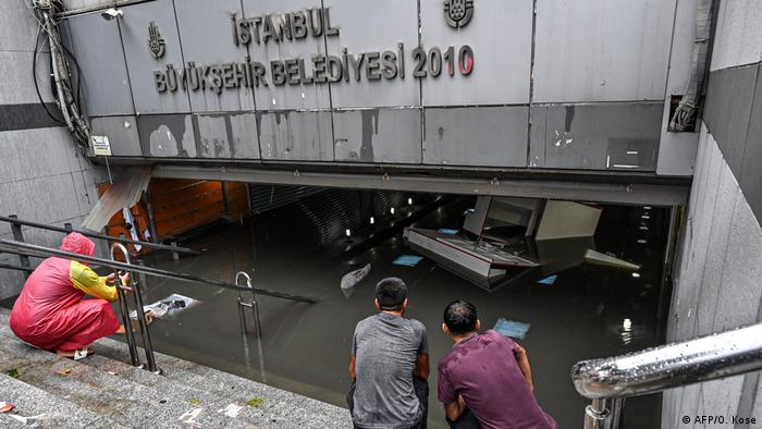 Großer Basar in Istanbul unter Wasser