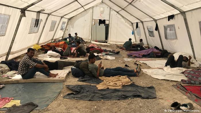 Jedan od šatora u kojem su smješteni migranti