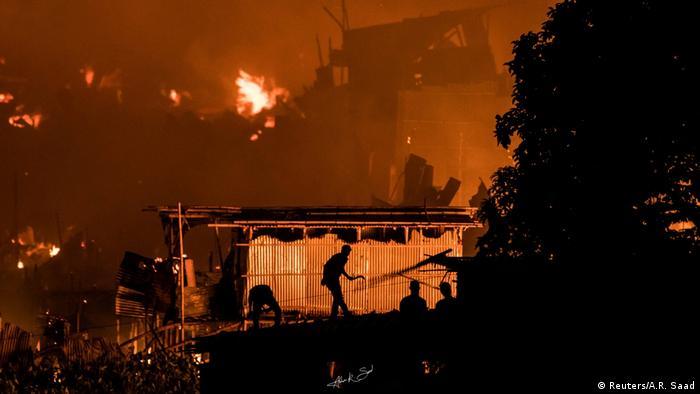 Flames engulf a Dhaka slum