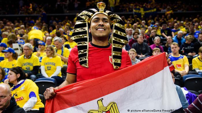 مشجع مصري خلال مباراة بلاده ضد السويد في كأس العالم لكرة اليد (11/1/209)