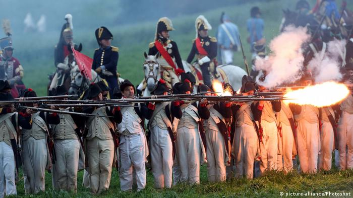 Reenactment of the battle at Waterloo (picture-alliance/Photoshot)