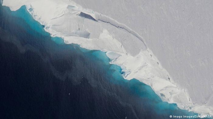 An aerial image of Antarctica's Thwaites glacier