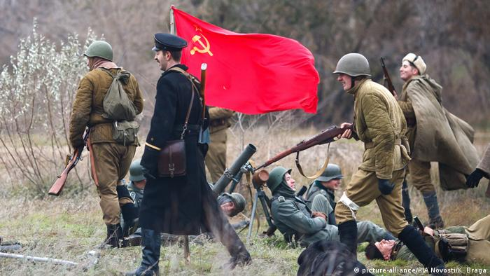 A reenactment of the Battle of Stalingrad (picture-alliance/RIA Novosti/K. Braga)